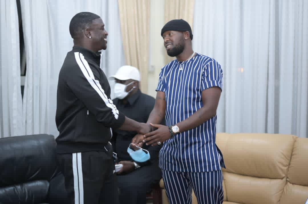 Singer Akon Arrives In Uganda For Business And Energy Investment Meetings With President Museveni And Other Local Leaders. 6